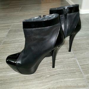 Stuart Weitzman black Agree booties leather sz 7.5